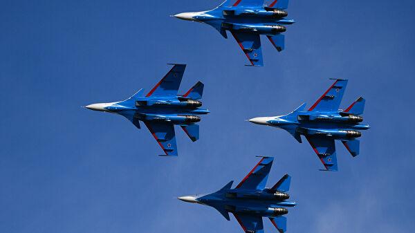 """РТ: Вратоломије """"Руских витезова"""" пркосе гравитацији на ваздухопловном сајму """"МАКС 2021"""""""