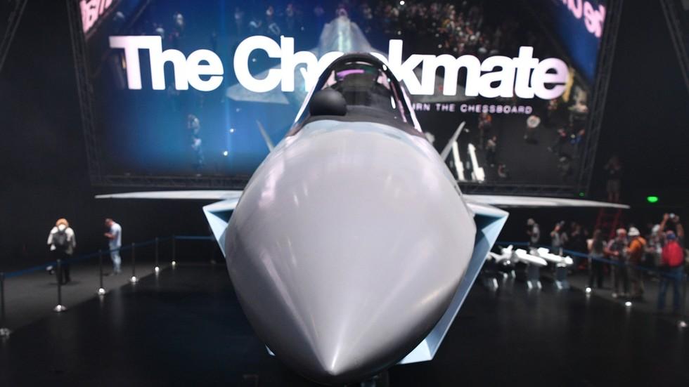 """РТ: Упознајте млађег брата Су-57: Ближи поглед на """"Шах-мат"""", руског ловца пете генерације"""