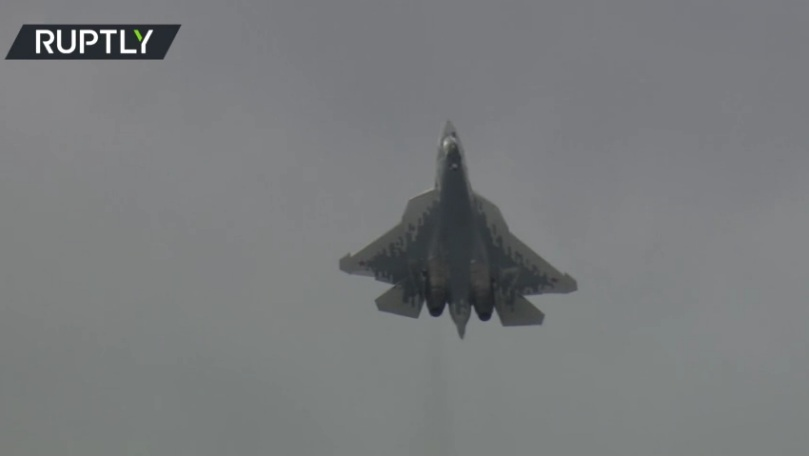 "РТ: Руски борбени авион Су-57 и невероватна вратоломија на ваздухопловно-космичком сајму ""МАКС 2021"""