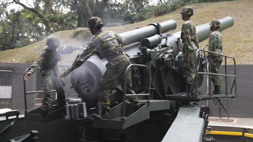РТ: 750 милиона долара у артиљеријској опреми и комплетима паметних бомби: Бајденова прва продаја оружја Тајвану добила одобрење Стејт департмента