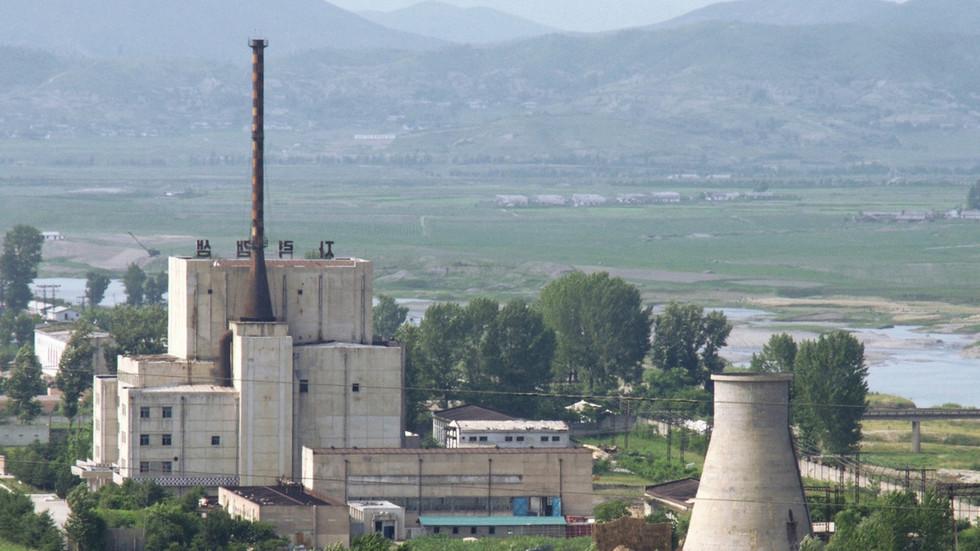 РТ: Северна Кореја очигледно поново покренула нуклеарни реактор Јонгбион, наводи агенција УН-а, позивајући се на сателитске снимке