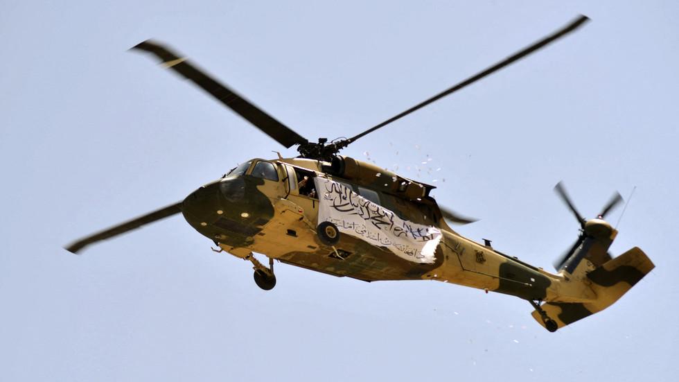 РТ: Талибани одржали војну параду у Кандахару показујући заплењено оружје америчке производње