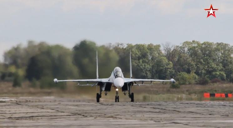 """Strateški bombarderi Tu-22M3 i lovci Su-34 izveli bombardovanje uslovnog neprijatelja na vežbi """"Zapad 2021"""""""