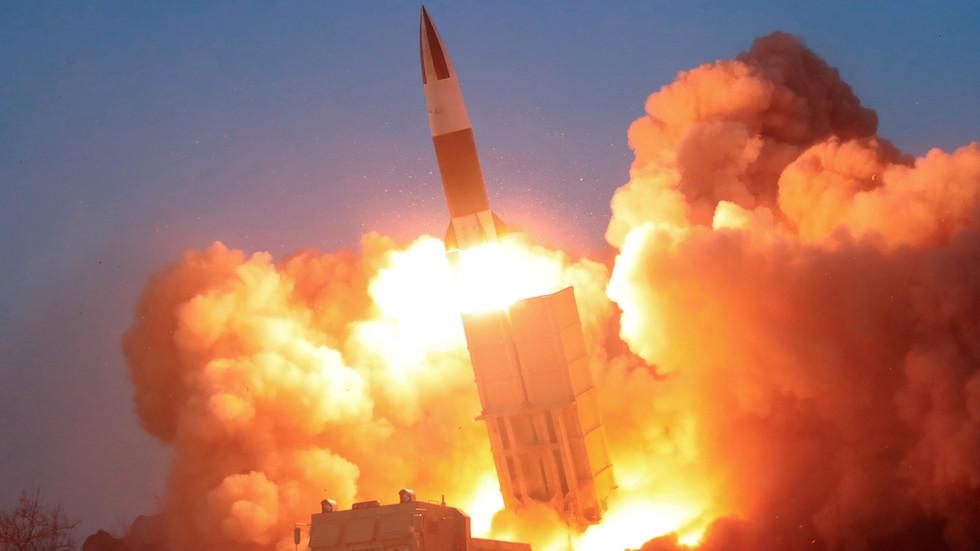 """РТ: Северна Кореја испалила два """"неидентификована пројектила"""" неколико дана након тестирања крстареће ракете великог домета"""
