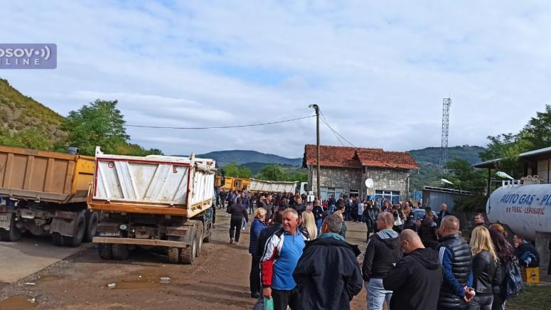 Наставља се миран протест Срба на северу КиМ, припадници Росу и даље на пунктовима