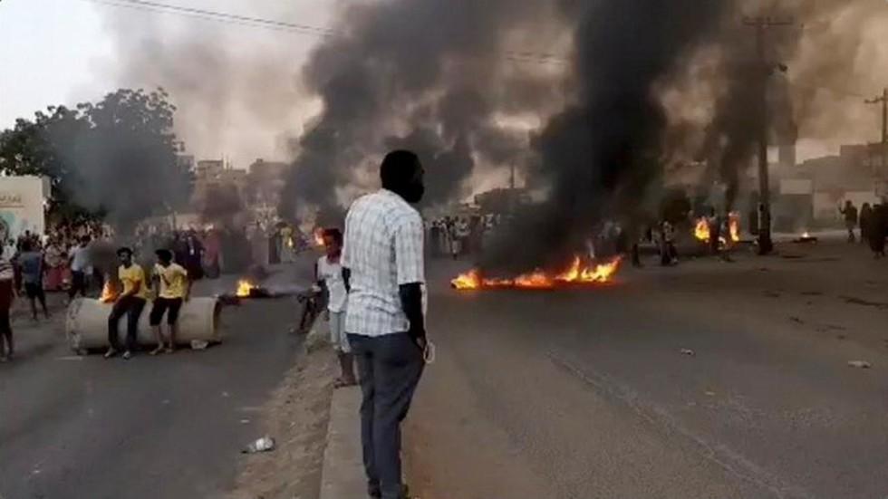 РТ: Судан се суочава са државним ударом, упозорава Министарство информисања, док војска хапси званичнике