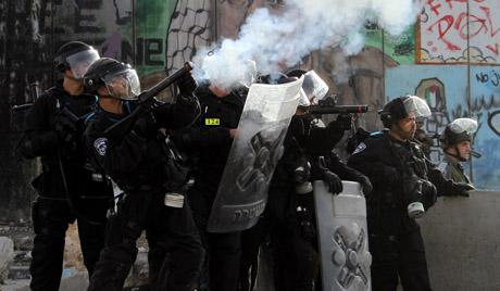На десетине Палестинаца повређено у сукобу с израелском армијом