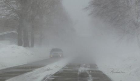 Више од хиљаду аутомобила у снежној блокади у Бугарској