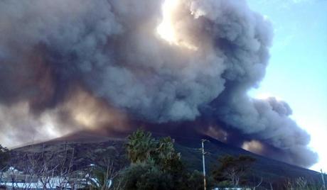 Вулкански пепео засуо град у Мексику