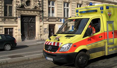 Саобраћајна несрећа у близини међународног аеродрома у Прагу