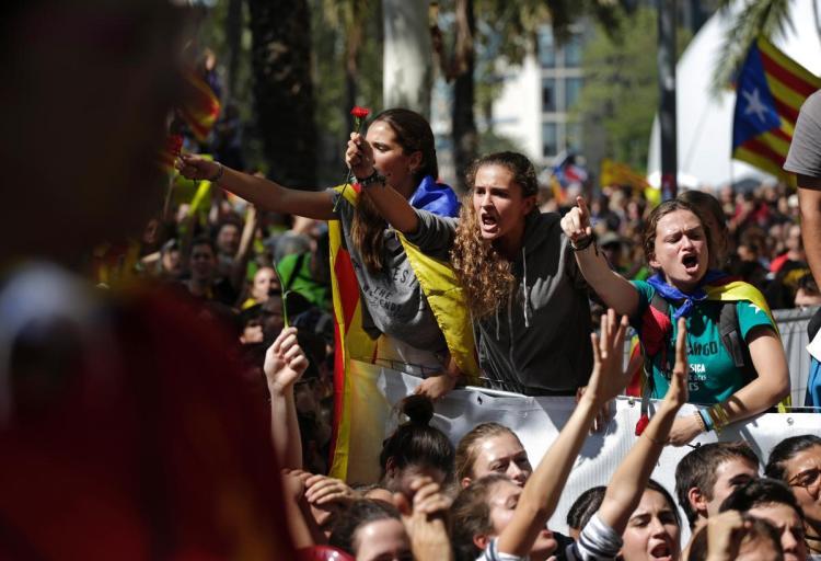 Хиљаде демонстраната окупило се испред суда у Барселони