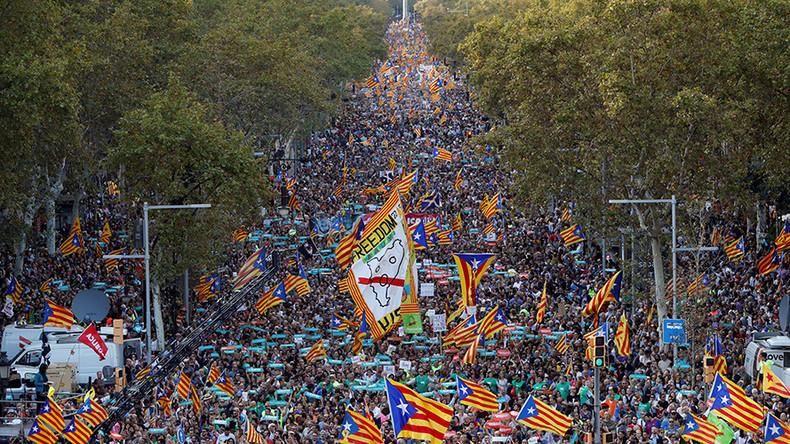 450.000 Каталонаца демонстрирало у центру Барселоне