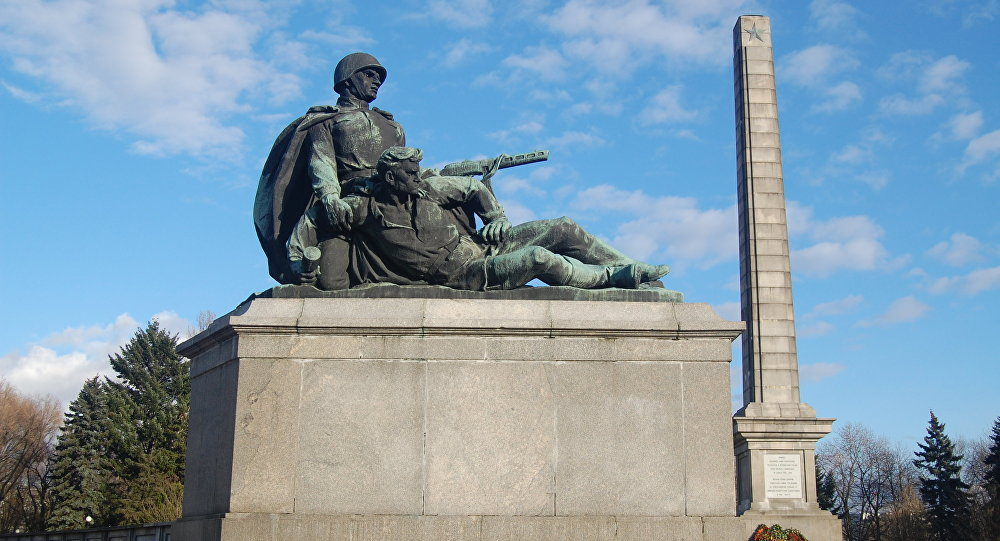 Пољска ће уклонити више од 200 споменика војницима Црвене армије