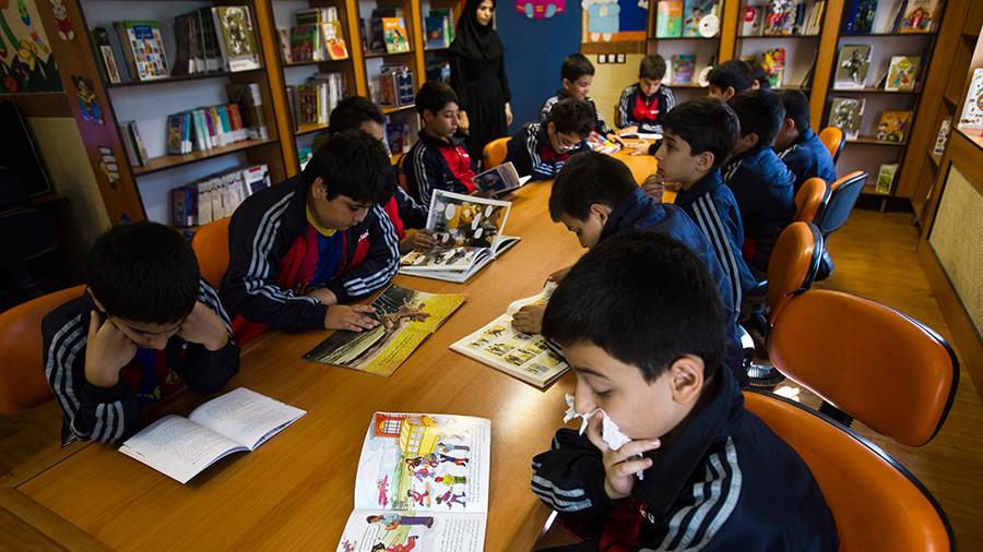 РТ: Иран забранио енглески језик у основним школама