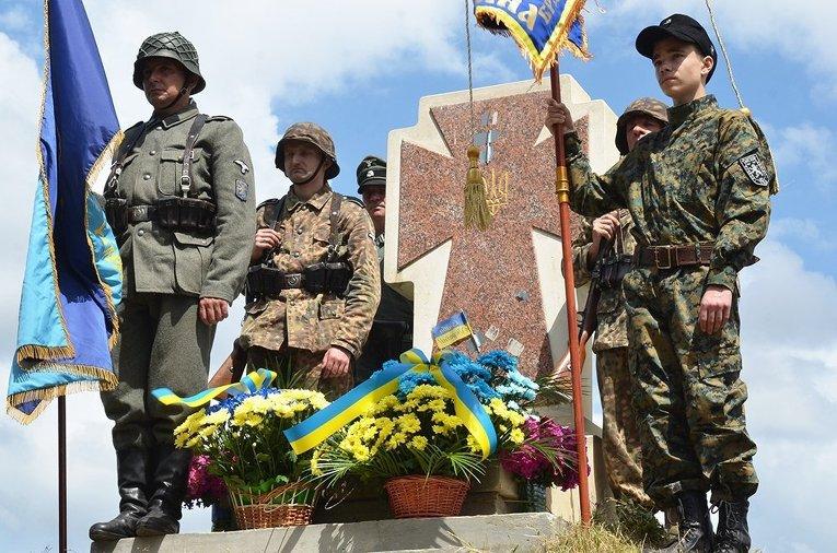 """Украјински екстремисти организују """"Бесмртну дивизију"""" као противљење """"Бесмртном пуку"""""""