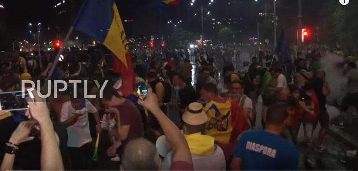 Букурешт: Више од 200 људи повређено у сукобима демонстраната и полиције
