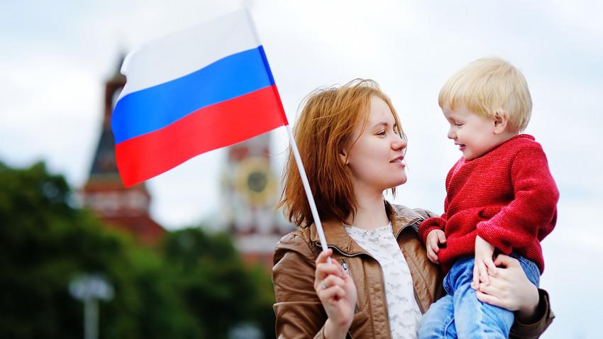 Четири ствари које треба да знате ако желите да ваше дете добије руски пасош