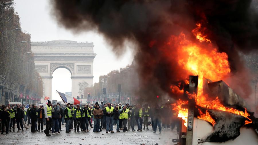 РТ: Бојно поље Париз: Сукоби полиције и демонстраната због поскупљења цена горива