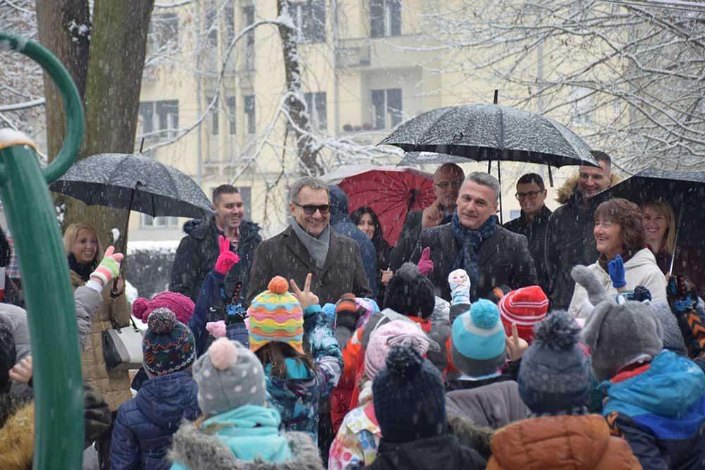 Градски парк у Чачку добио ново дечје игралиште уз подршку НИС-а