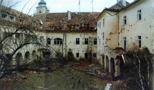 Saslušani bivši piloti JNA osumnjičeni za bombardovanje Banskih dvora