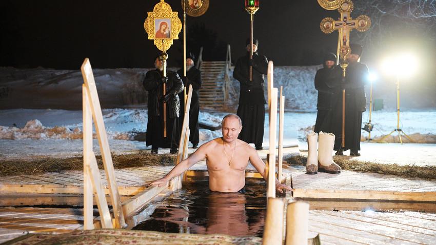 """Како Руси """"пливају за крст часни""""?"""