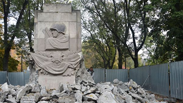 У Пољској од 2014. срушено око 100 споменика совјетским војницима