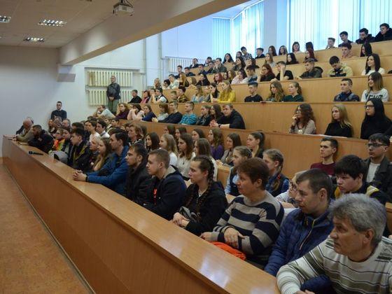 Студенти у Луганску одали почаст жртвама НАТО агресије