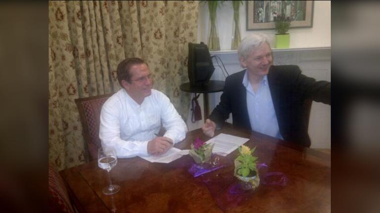РТ: Еквадор ће се обратити Интерполу ради хапшења бившег министра спољних послова и присталице Асанжа