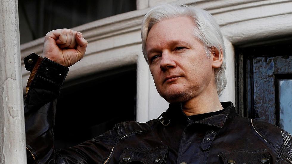 РТ: До 175 година у затвору: САД терете Асанжа са још 17 оптужби по Закону о шпијунажи