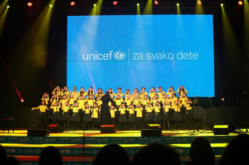 """Kompanija NIS podržala UNICEF-ov program """"Godine uzleta"""""""
