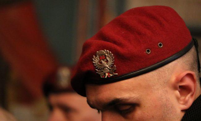 Čuvari našeg neba, čuvari naše otadžbine, čuvari tradicije: Veterani 63 padobranske nosioci badnjaka u Hramu Svetog Vaznesenja