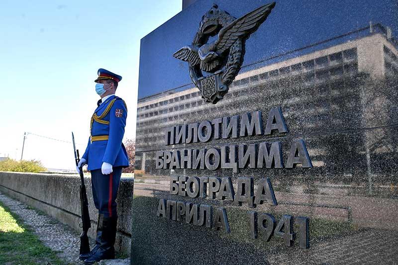 Положен венац на Споменик пилотима браниоцима Београда поводом 79 година од бомбардовања Београда