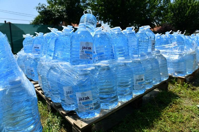 НИС-ова донација пијаће воде стигла у Ивањицу и Блаце