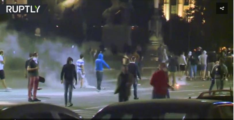 РТ: Жестоки протести у србској престоници након нове најаве мера ограничења због коронавируса