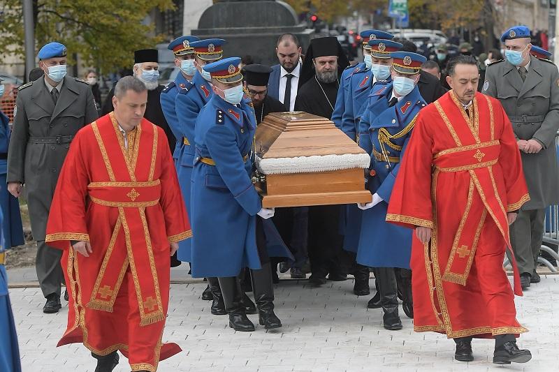 Војска Србије испраћа патријарха Иринеја