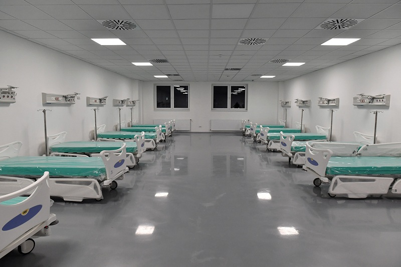 Predsednik Vučić: Ponosan sam što smo za četiri meseca izgradili velelepnu kovid bolnicu u Batajnici