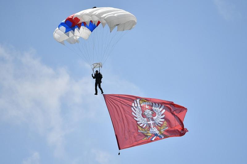 Zastava 63. Padobranske brigade kreće na put oko sveta