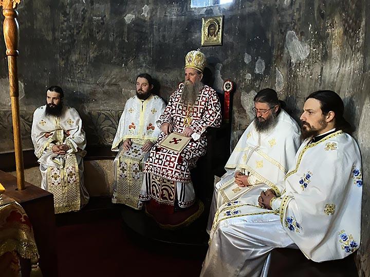 Владика Јоаникије: Духовно се обновимо и припремимо за велику радост Рођења Христовог