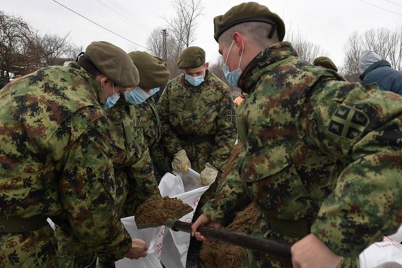 Vojska pomaže stanovništvu u poplavljenim opštinama