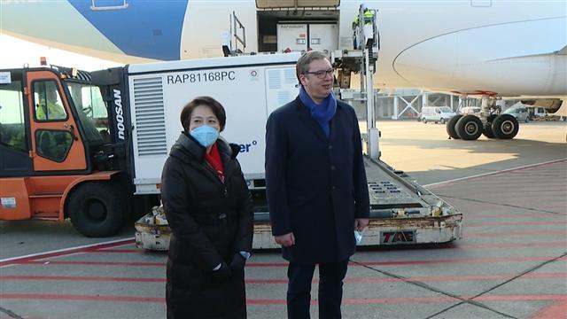 """Милион доза кинеске вакцине """"Синофарм"""" стигло у Србију"""