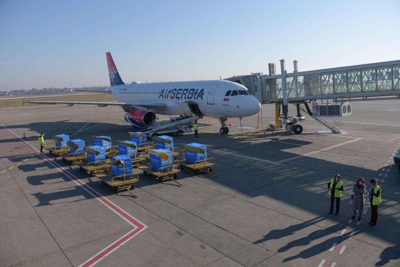 """У уторак из Русије за Србију полеће авион са још 100.000 вакцина """"Спутњик V"""""""