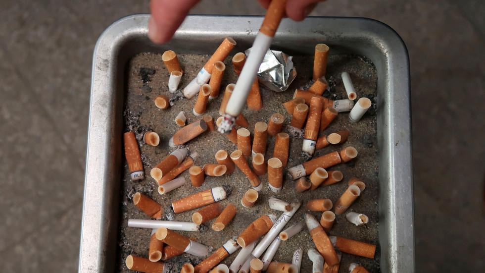 """РТ: Нови Зеланд жели да забрани продају цигарета свима који су рођени после 2004. године, као део плана да се нација учини """"без цигарета"""" до 2025. године"""