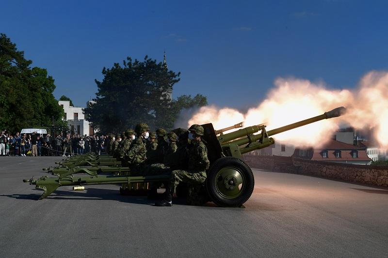Почасна артиљеријска паљба поводом Дана победе