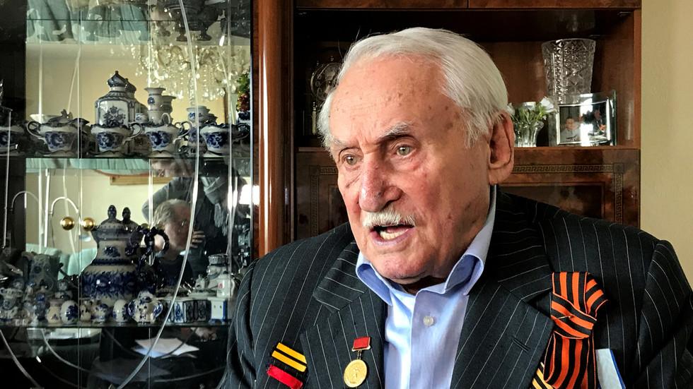 РТ: Преминуо Давид Душман, совјетски ветеран и последњи преживели ослободилац Аушвица који је тенком оборио ограду логора смрти
