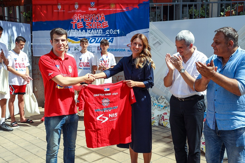 """Компанија НИС подржала одржавање дечијег кампа """"Србија те зове"""""""