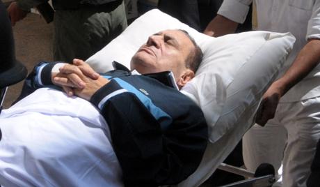 Мубарак умире у каирској болници