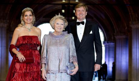 Холандска краљица се и званично одрекла престола