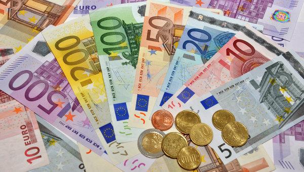 Евро скочио у односу на долар и јен