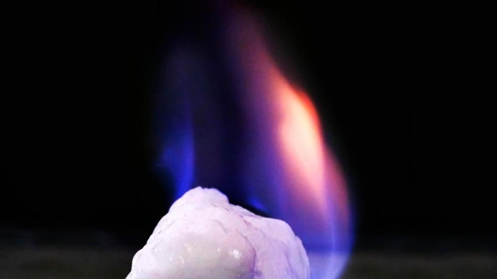 Кинеска влада објавила да је први пут у свету добијен нови енергент - запаљиви лед