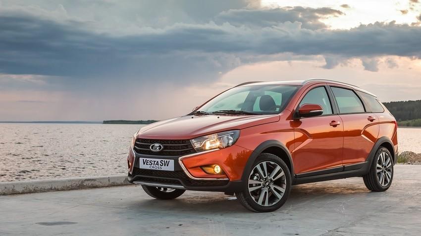 """""""Автоваз"""" почео производњу две нове верзије модела Lada Vesta"""
